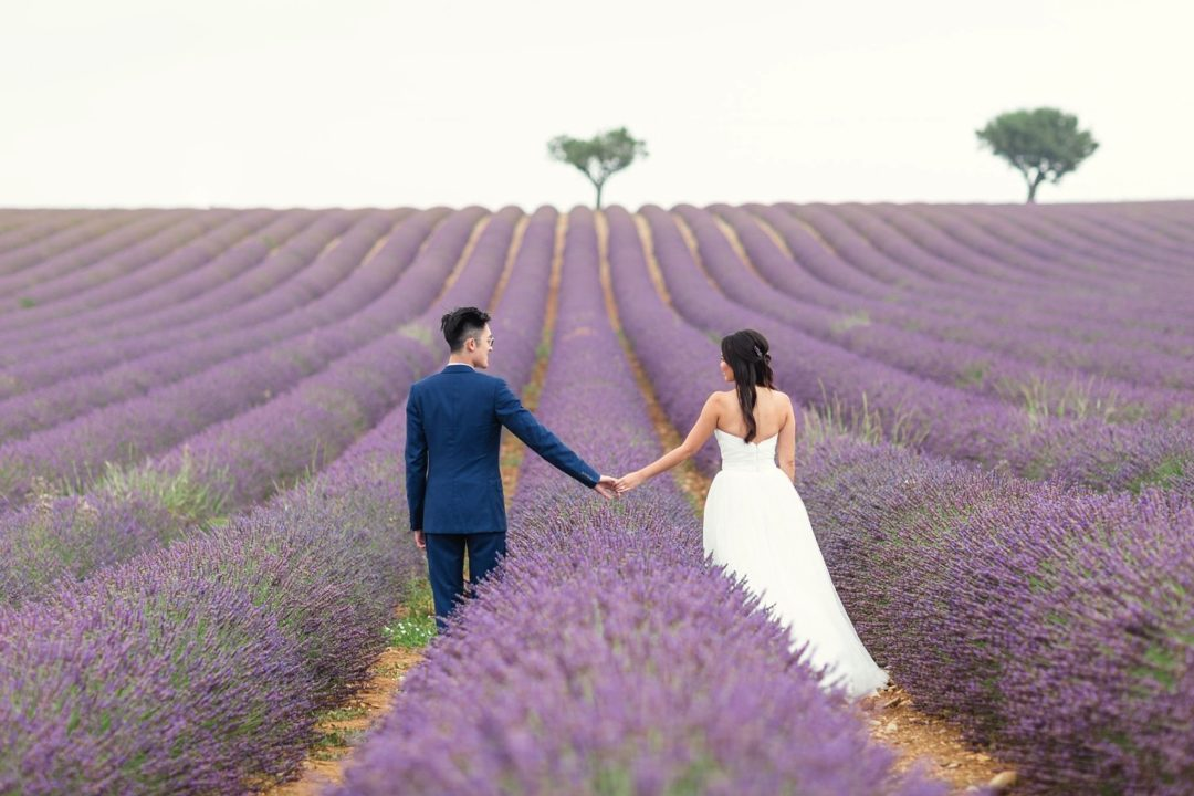 lavender fields prewedding photographer Provence Aix-en-Provence Paris natural light romantic best film pre-wedding South France